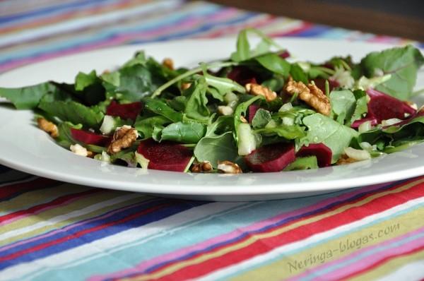 rucolos, jaunu burokeliu salotos