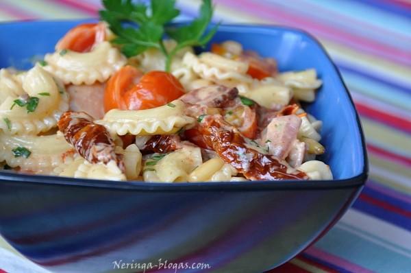 Cresti di Gallo su dz. pomidorais bei bekonu