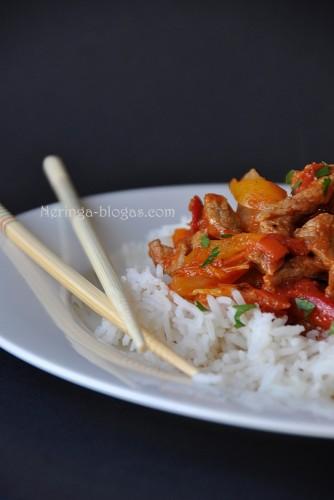 mesos troskinys su curry pasta