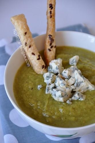 trinta brokoliu sriuba su melynu suriu