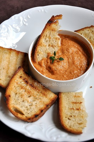 hummus su dz. pomidorais