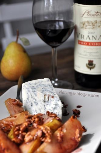 kriause, riesutai vynas ir gorgonzola