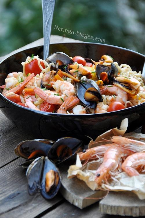 noodles su frutti di mare