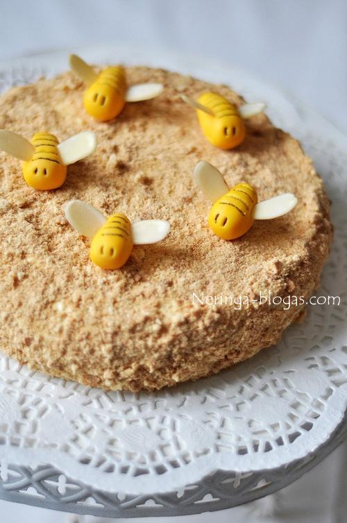 ploniasluoksnis medaus tortas