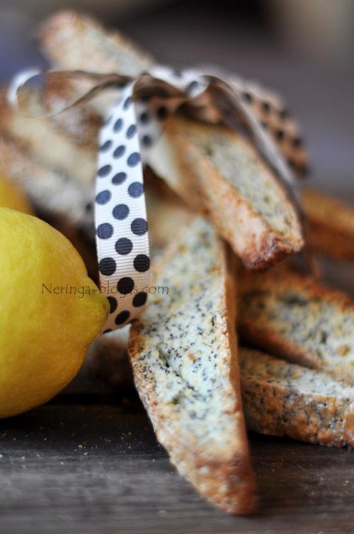 aguoniniai biscotti su citrinos natele