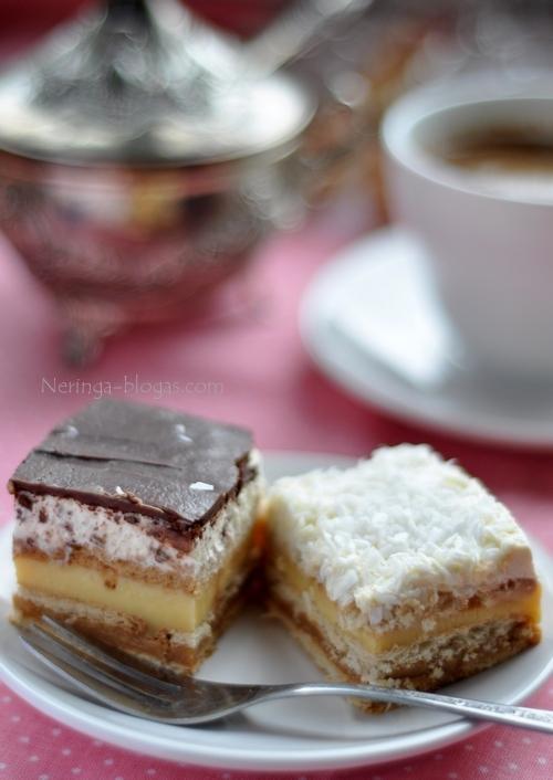 nekeptas sluoksniuotas tortas