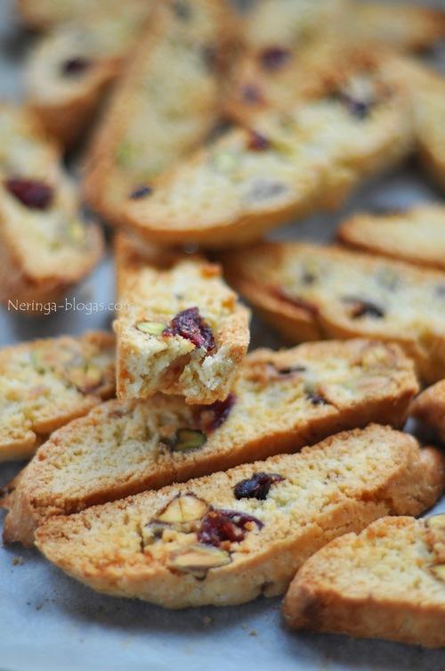 biscotti su pistacijom bei dziovintom spanguolem