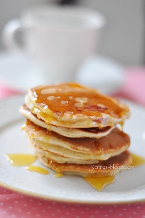 pancakes su rabarbarais