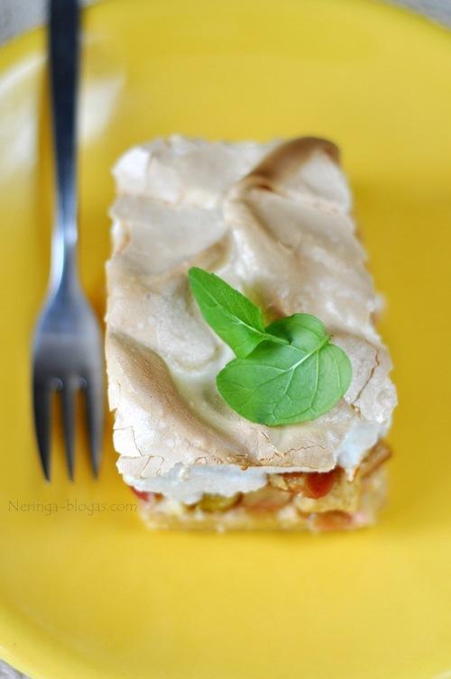 rabarbaru pyragas su puria kaldryte
