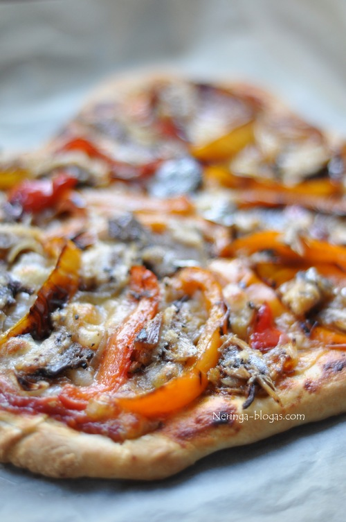 pizza su keptom darzovem ir sardinem