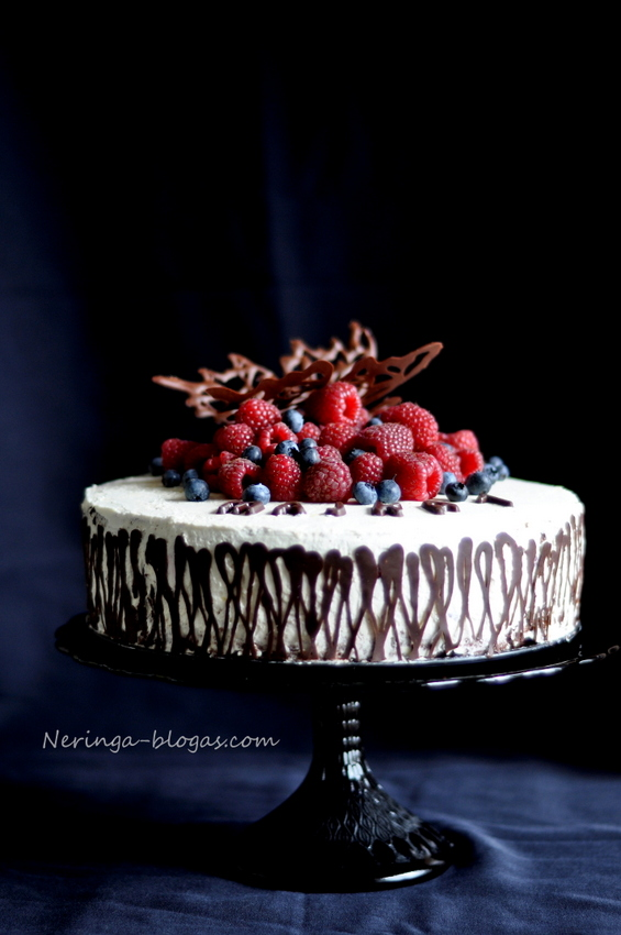 sokoladinis tortas su maskarpones kremu ir avietem
