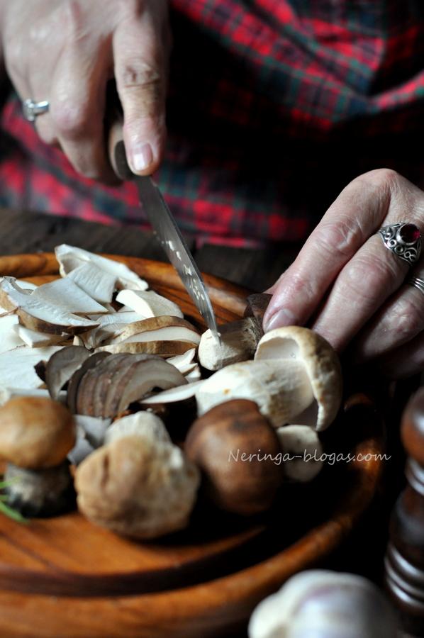 bruschetta su misko grybais ir rozmarinu