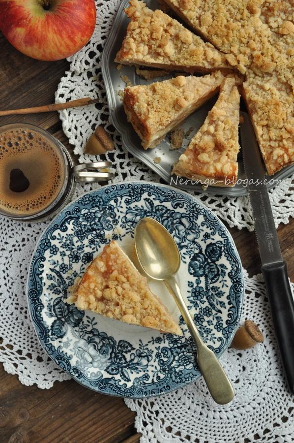 obuoliu pyragas su varskes sluoksniu